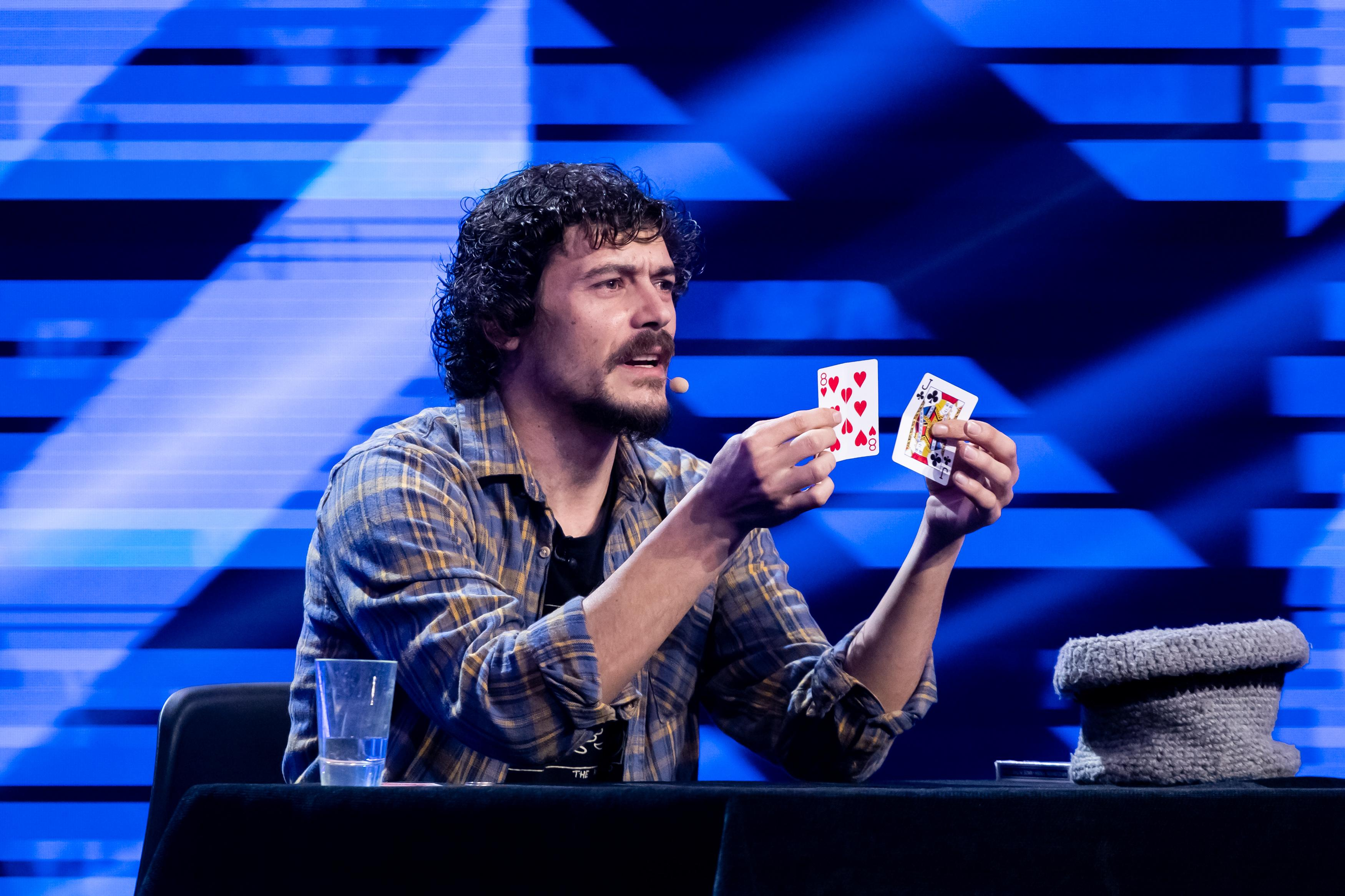 iUmor, 17 martie 2021. Mario Lopez, magicianul care a venit să fure mințile tuturor, e plăcerea vinovată a Deliei