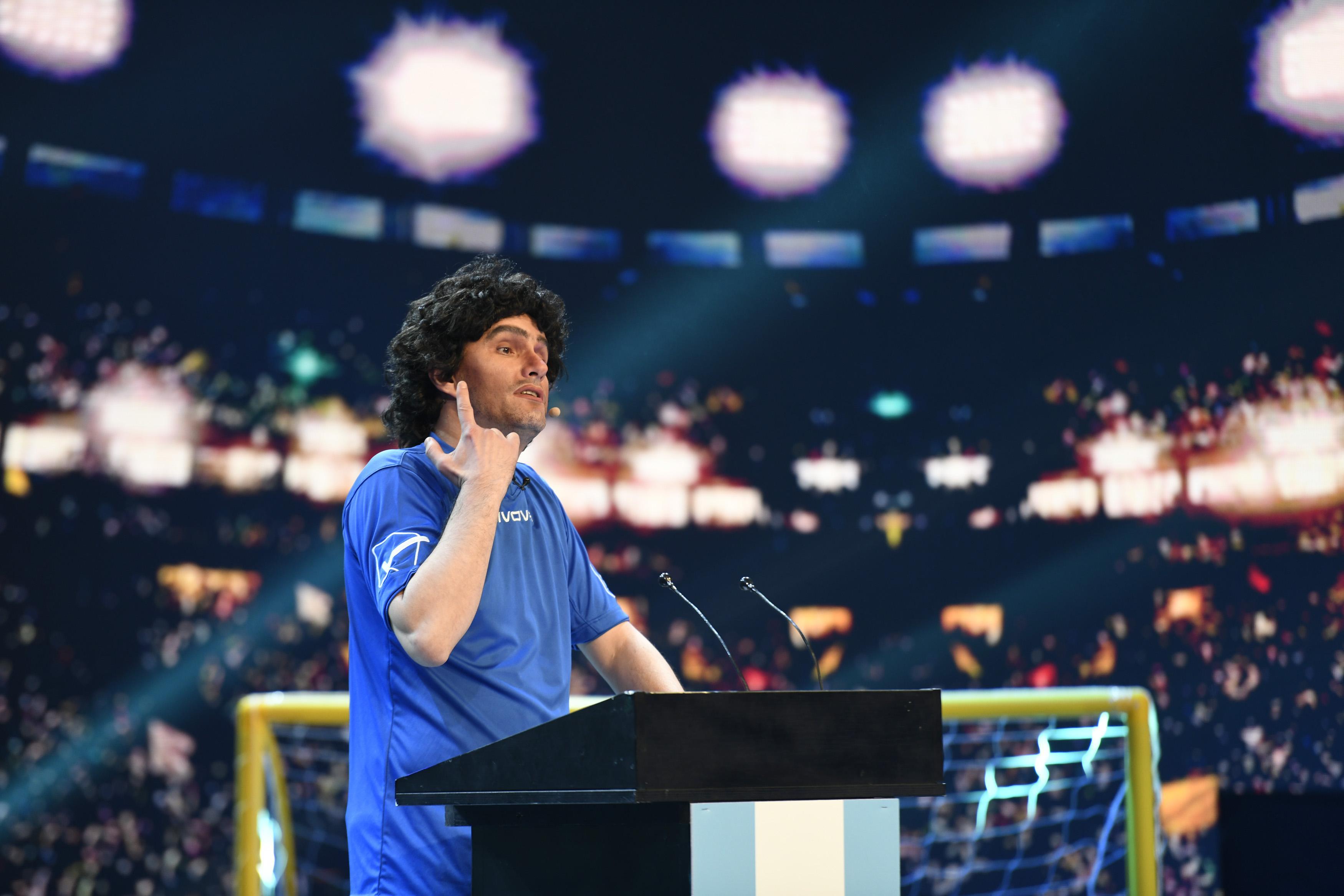 iUmor, 10 martie 2021. Roast istoric la iUmor. Maradona ia la roast lumea fotbalului, dar nu îi uită nici pe jurați