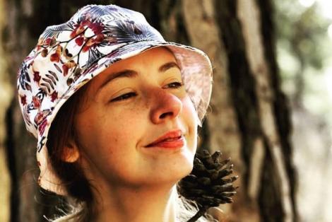 Lyudmila Titchenkova, purtând pălărie