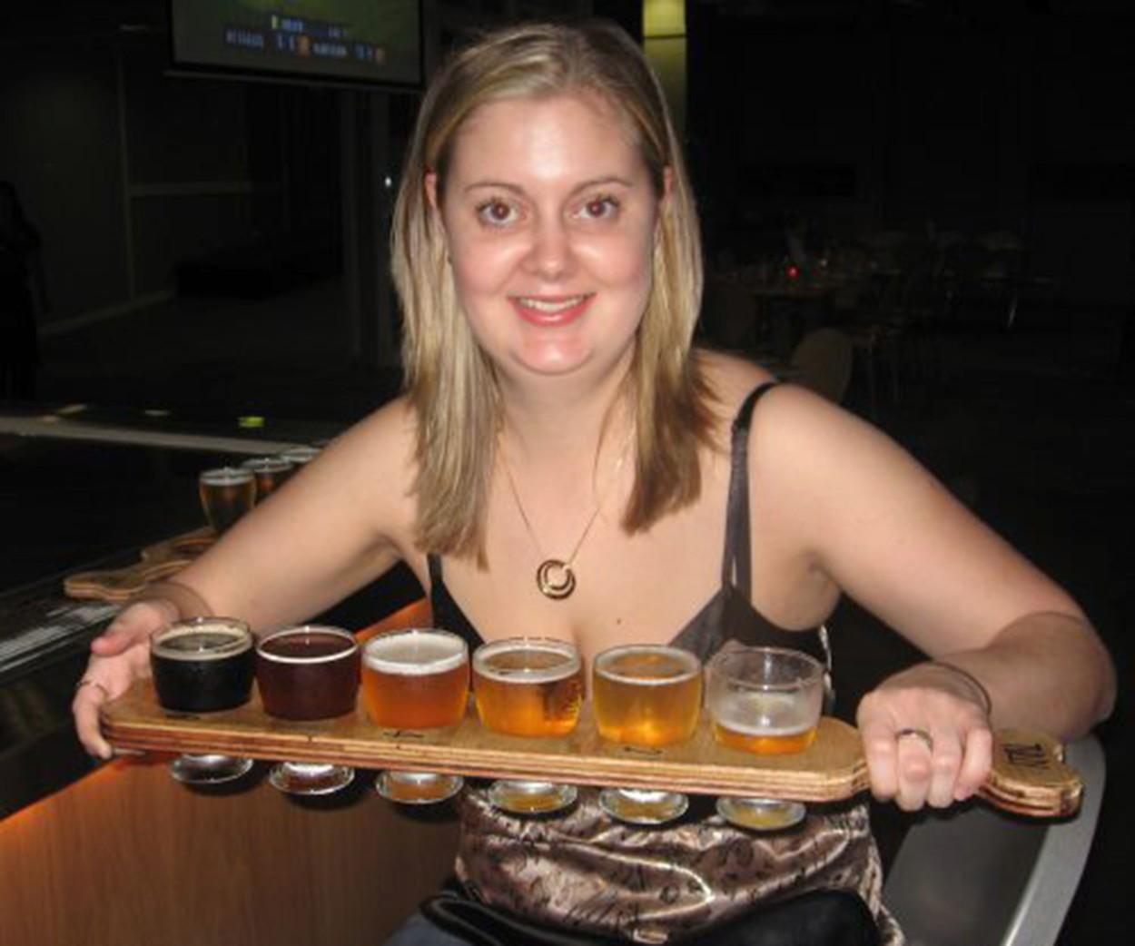 Samantha Hoult bea 12 beri și un litru de vodkă pe zi atunci când medicii i-au zis că va muri. Cum arată acum