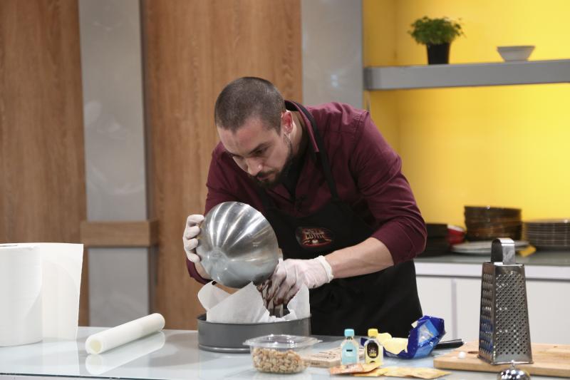 Gabriel Neamu gătind la Chefi la cuțite
