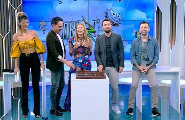 Ramona Olaru, Răzvan SImion, Elena Gheroghe, Dani Oțil și Florin Ristei, în linie, la Neatza cu Răzvan și Dani