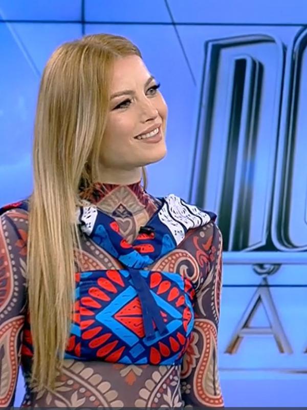 Elena Gheorghe, într-o rochie albastră la Neatza cu Răvan și Dani