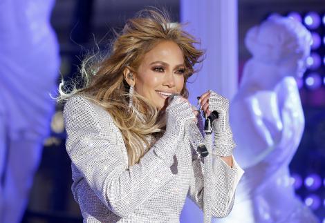 Pare o poza banală, dar fanii au observat un detaliu neașteptat la Jennifer Lopez. Ce a ieșit la suprafață după zvonul divorțului