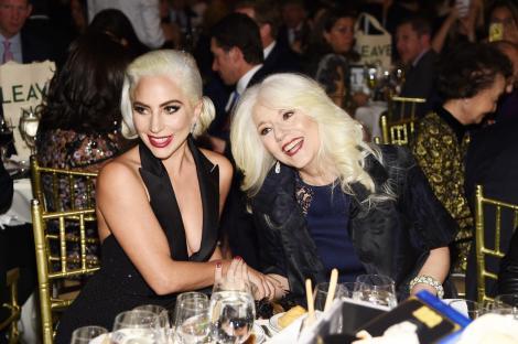 Pe ea o cunoaște o lume întreagă pentru stilul său controversat, dar puțin știu cum arată mama lui Lady Gaga