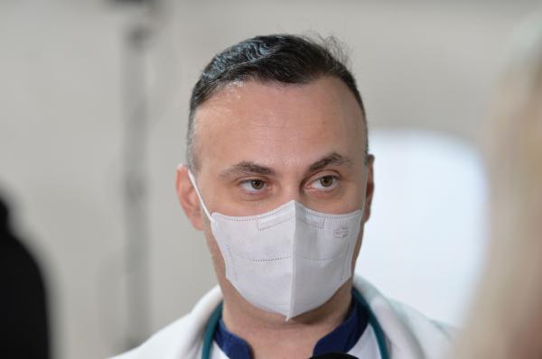 adrian marinescu pe holul spitalului matei bals unde vorbeste despre valul 3 al pandemiei de coronavirus