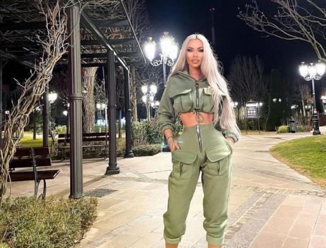 Loredana Chivu într-un top verde și pantaoni verzi