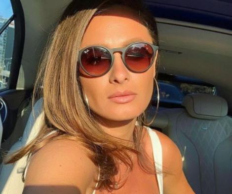 raluka maieu alb si ochelari de soare