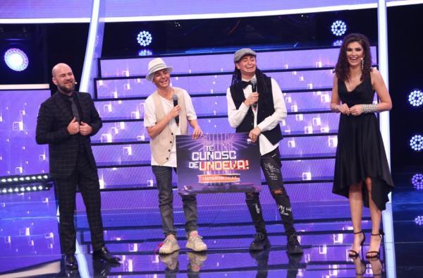 Ana și Raluka, ridicând premiul TCDU, gala 5, sezon 16