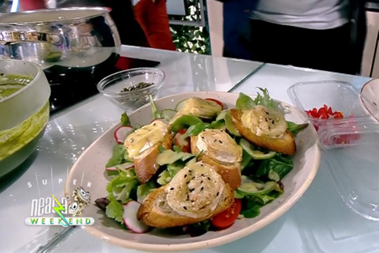 Salată din verdețuri de primăvară cu brânză de capră și crutoane, rețeta lui Chef Nicolai Tand la Neatza de weekend