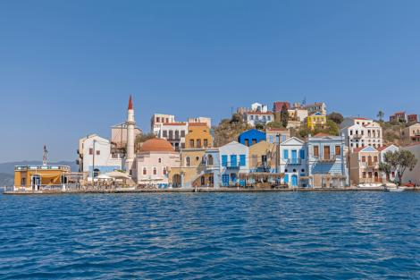 Priveliște spre insula grecească Kastellorizo