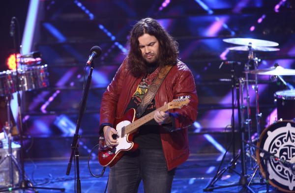 Radu Almășan într-o geacă roșie