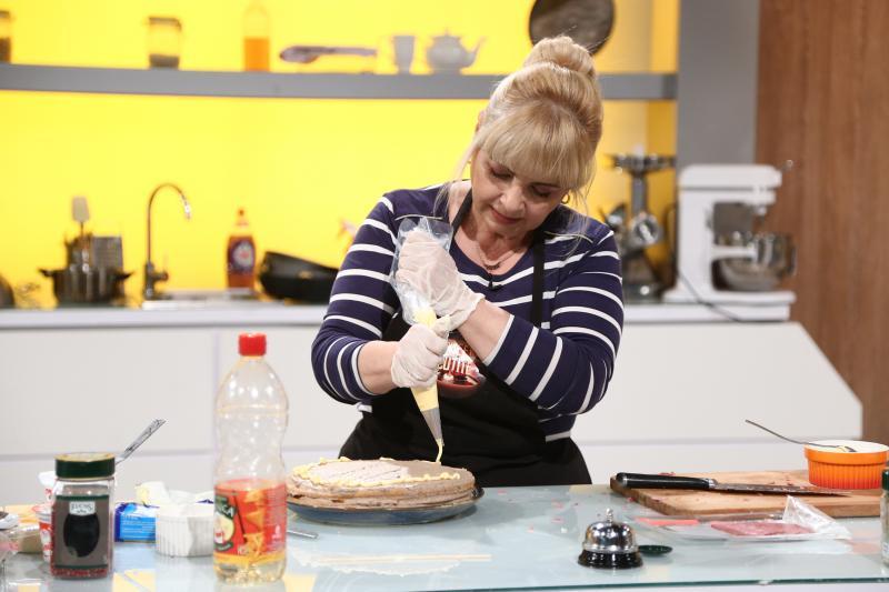 """Nuami Dinescu gătind la """"Chefi la cuțite"""""""