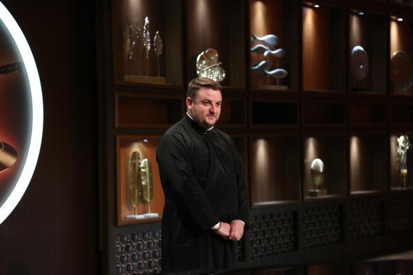 preotul florin danu, făcând dezvăluiri emoționante la chefi la cuțite