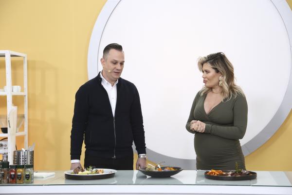 """Adrian Mihăilescu si gina pistol, in bucătăria emisiunii """"Chefi la cuțite"""""""