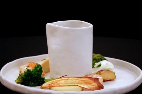 Scoici Saint Jacques cu sos de citrice și piure de păstârnac, gătite de Florin Revesz în sezonul 9 al emisiunii culinare Chefi la cuțite