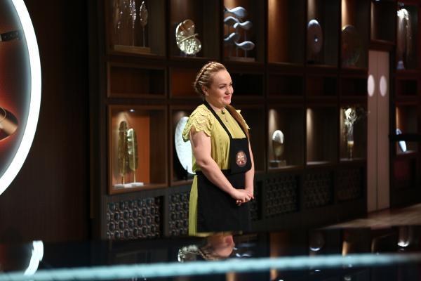 Victorina Matveev asteptand verdictul dat de juratii chefi la cutite
