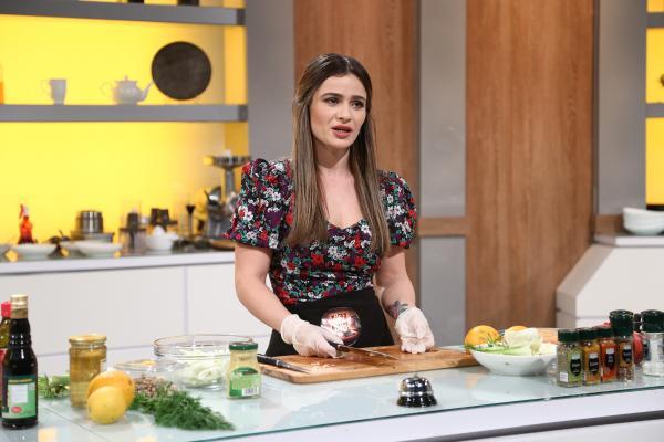Kovacs Diana Alexandra gătind la chefi la cutite