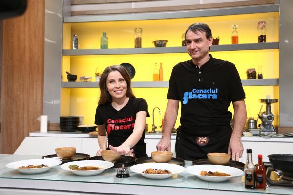 Andrei Păunescu și Maria Măgirescu gătind in bucătăria chefi la cutite