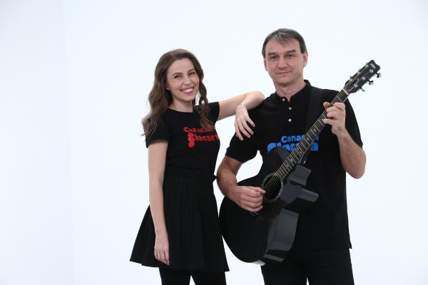 Andrei Păunescu și Maria Măgirescu pozând în culisele chefi la cutite