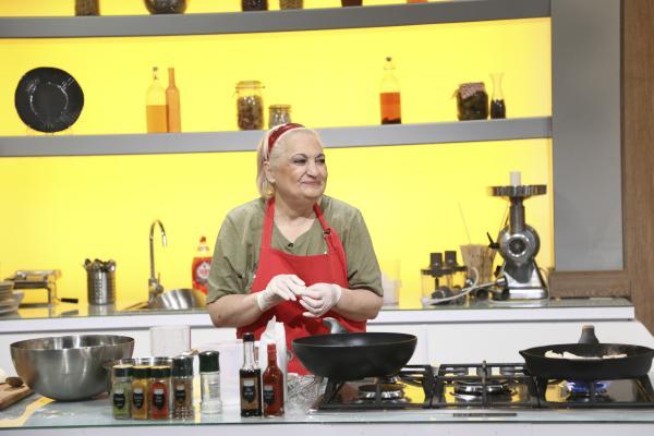 marinela chelaru gătind in bucataria chefi la cutite
