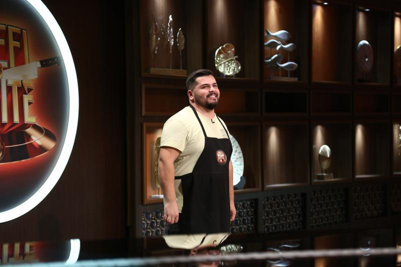 Victor Topolog in platoul emisiunii chefi la cutite