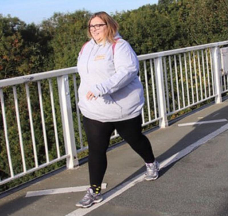 Kelly Ryder, surprinsă la alergat pe un pod