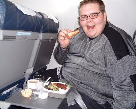 jody bunting, mancand in timp ce se afla intr-o calatorie cu avionul