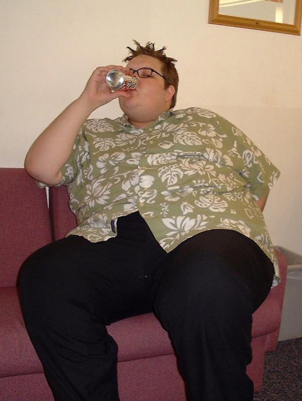 jody bunting, band o doza de suc in timp ce sta pe un fotoliu