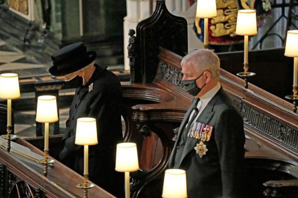 regina elisabeta a II-a in capela st george