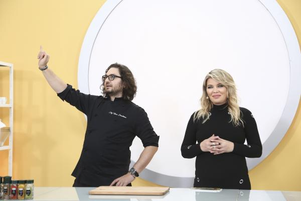 Florin Dumitrescu și Gina Pistol la Chefi la cuțite, sezonul 9, in bucatarie