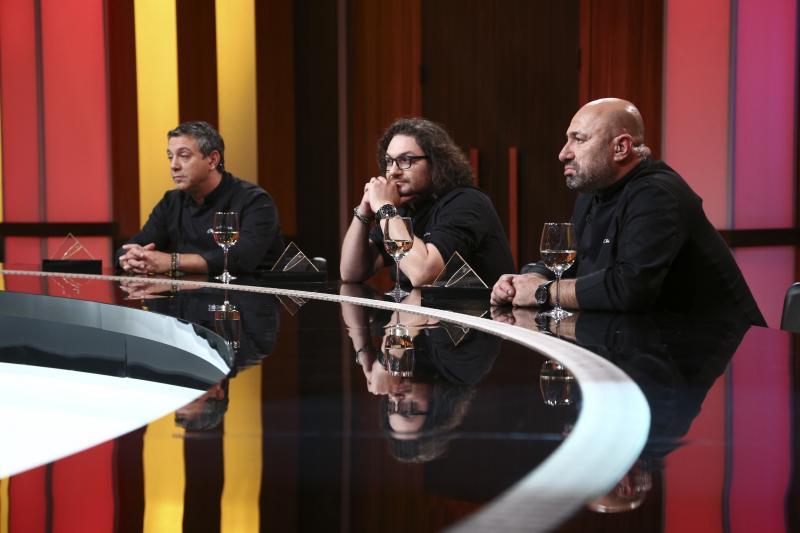 Sorin Bontea, Florin Dumitrescu și Catalin Scărlătescu la masa jurizării de la chefi la cutite