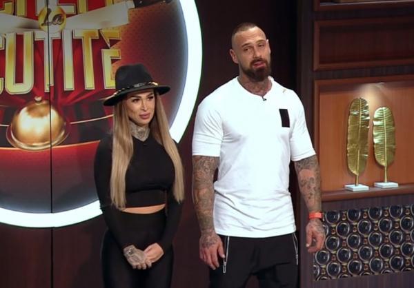 Michelle și Laurențiu Nedelcu in platoul emisiunii chefi la cutite, prezentandu-se