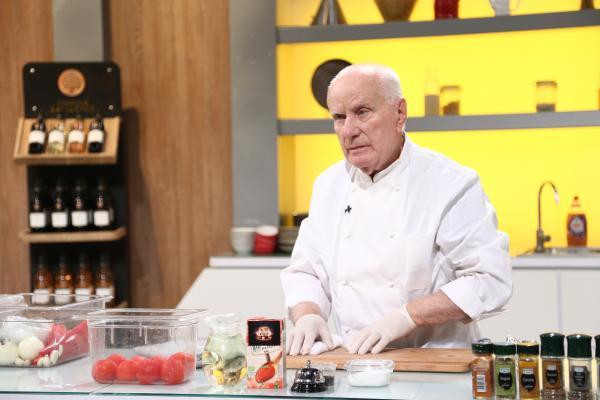 Gheorghe Vătafu, gătind in bucataria emisiunii chefi la cutite
