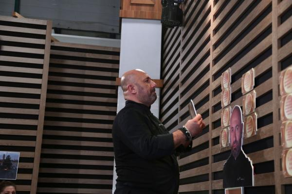 Cătălin Scărlătescu, în platoul emisiunii Chefi la cuțite