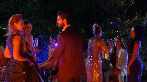 Andi Constantin și fetele la petrecere