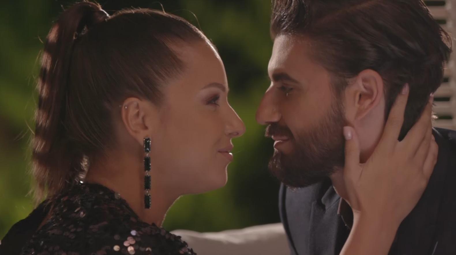 Burlacul, 2 aprilie 2021. Andi Constantin, sărutat de mai multe pretendente. Fetele s-au întrecut în demonstrații
