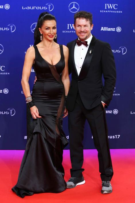 Mihaela Rădulescu, alături de Felix Baumgartner, ea purtând o rochie neagră, lungă și el purtând un costum negru cu cămașă albă