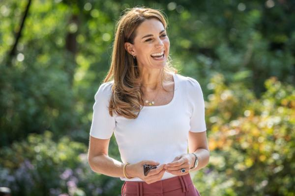 kate middleton cu un tricou ab