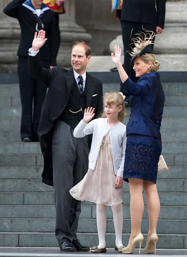 Lady Louise Windsor când era mică, alături de părinții ei