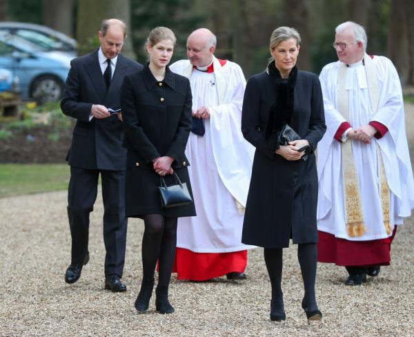 Lady Louise Windsor și părinții ei la înmormântare