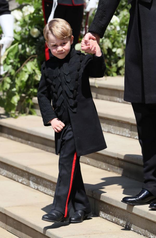 printul george imbracat in negru