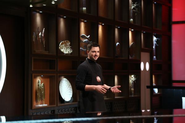 Robert Daniel Oană in platoul in chefi la cutite