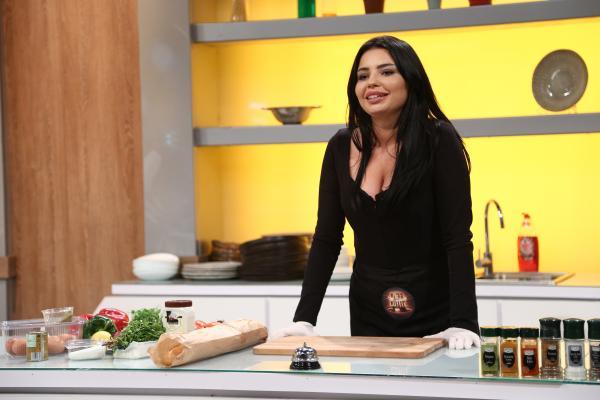 Rafaela Marcas gatind la chefi la cutite