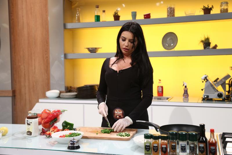 """Rafaela Marcas în bucătăria la """"Chefi la cuțite"""""""