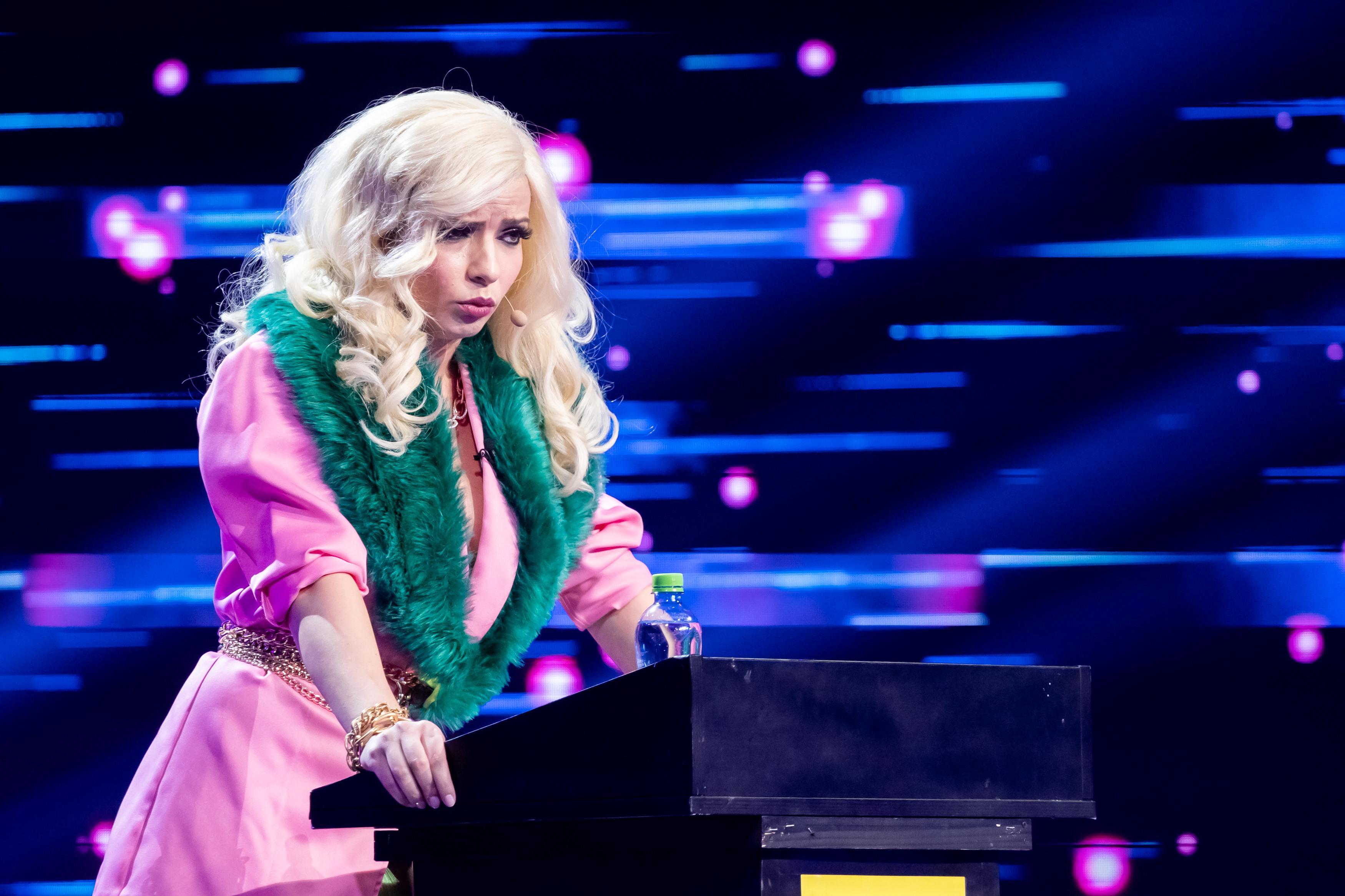 """iUmor, 28 aprilie 2021. Gina Felea stârnește hohote de râs, dar și admirația lui Mihai Bendeac. """"S-a produs sărutul sezonului"""""""
