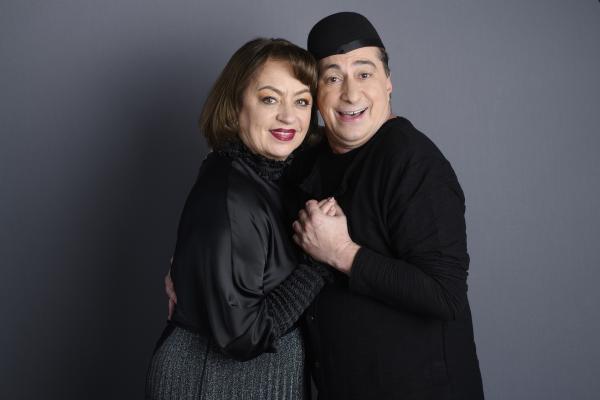 Adriana Trandafir și Romică Țociu îmbrățișați