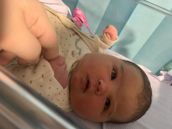 Bebelușul de 6 kilograme, la scurt timp după naștere