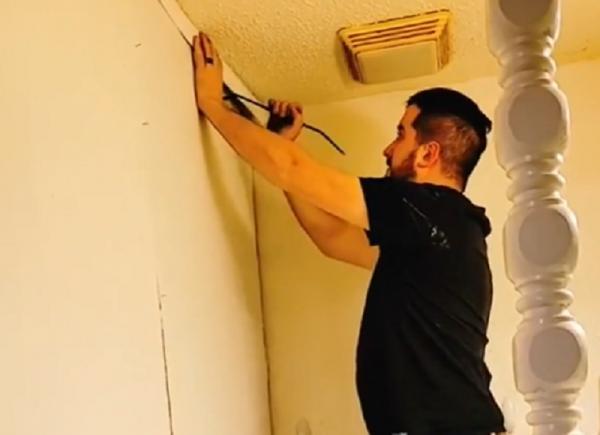 Tyler Schultz daramand zidul fals din noua sa locuinta