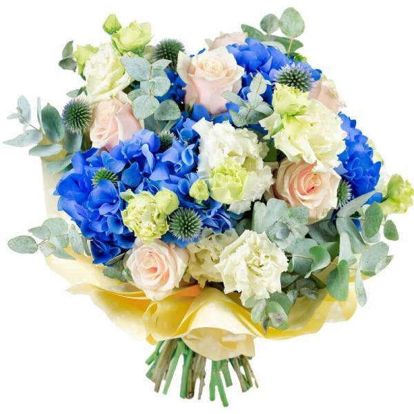 imagine ilustrativă cu un buchet de trandafiri